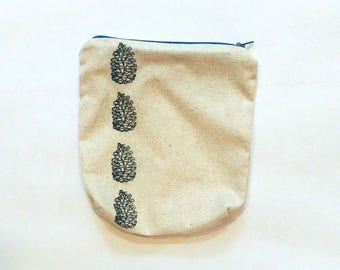 Small Pine Cone Zipper Bag