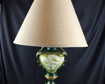Summer Vintage Ceramic Table Lamp Victorian Urn Shaped with White Calalylies Handpainted