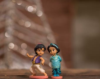 Aladdin &  Princess Jasmine from Disney's Aladdin Christmas ornament.