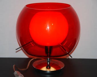 Italian vintage rossetti bolla table lamp with red ball plastic shade, smaller white ball shade on the inside. Metal base, switch and wire