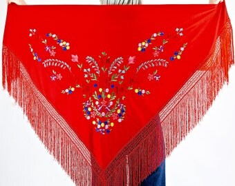Pretty Vintage 70's Floral Embroidered Bohemian Fringed Gypsy Shawl