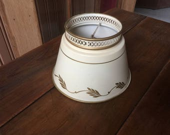 Toleware  beige metal lamp shade with bulb clip
