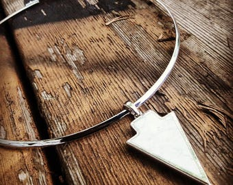 Silver plated choker with marble pendant