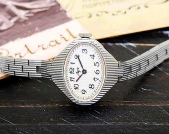 Vintage 1987 Luch Ray USSR Soviet Russian Ladies Women's Watch with bracelet + passport + box