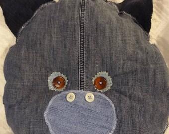 Coussin tête cochon, oreiller jean recyclé, coussin doudou, doudou cochon bleu, chambre enfant .