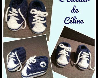 """Sneakers"" crocheted baby booties"