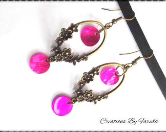 Earrings with floral connector in bronze and pink sequins