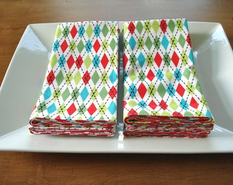 Dinner Napkins / Reversible Napkins - Set of 6 / Cloth Napkins /Holiday Napkins / Red Green White Argyle Print / Ready To Ship