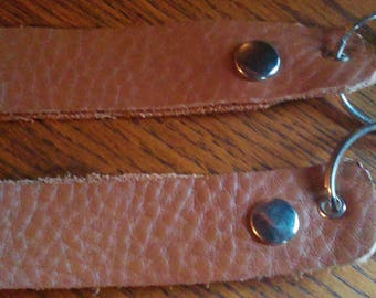 belt loops in brown leather with a ring