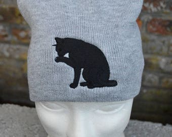Hat with embroidered cat