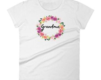 Women's t-shirt Grandma with pretty floral wreath