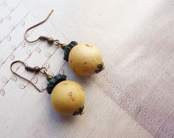 Dangle earrings organic natural, vegetable cream and blue