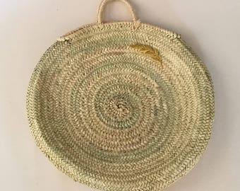 Natural round bassinet with Golden Spike.