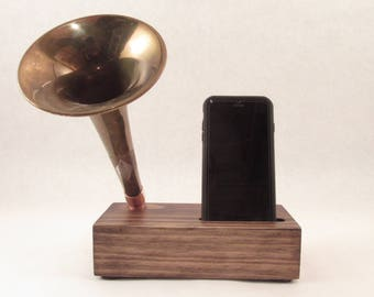 Acoustic Trumpet Speaker, iPhone Speaker for iPhone 4/5/6/7/8, Horn Speaker, Wireless Speaker, Amplifier, iPhone Dock, iPhone Stand, Speaker