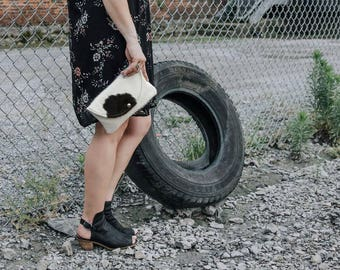 Beautiful black and white cowhide clutch bag! Clutch / cowhide clutch