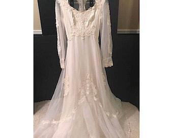 Vintage Ivory Wedding Gown