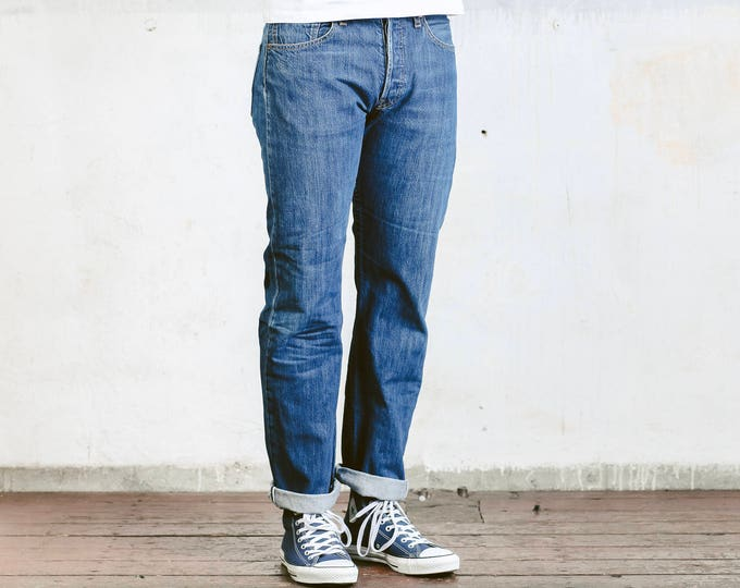 Vintage Levis 501 Jeans . Medium Wash Blue 90s Jeans Stonewashed Mens Denim Pants Straight Jeans Button Fly Distressed Jeans . W32 L32