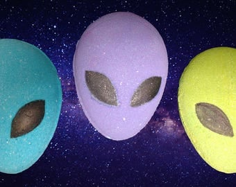 Alien Bath Bomb with Suprise Toy Inside
