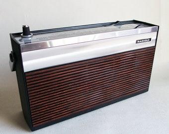 Portable transistor radio - portable radio - Radiola - transistor radio - radio vintage bag and