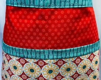 Market Apron - Vendor Apron - Craft Apron - Teacher Apron - Utility Apron - Waitress Apron - Teacher Gift - Craft Show - Pockets - Medalions