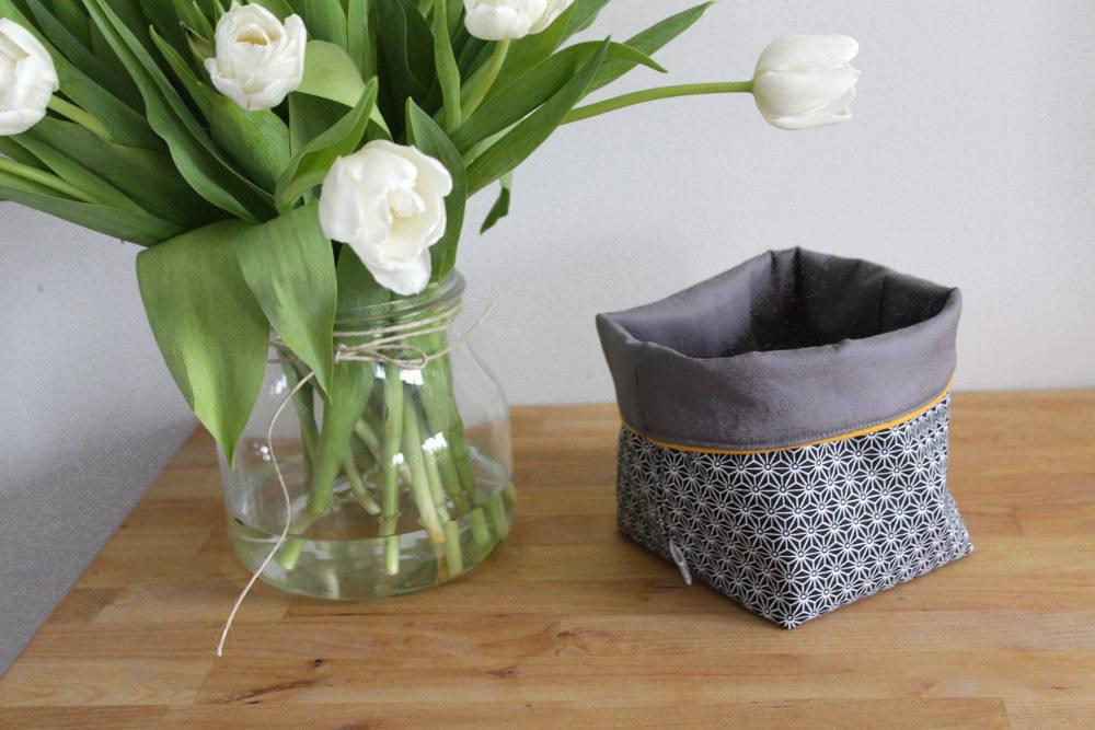 petit panier de rangement en tissu r versible molletonn. Black Bedroom Furniture Sets. Home Design Ideas