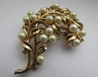Vintage Trifari Pearl Gold Brooch Wheat Flower Statement