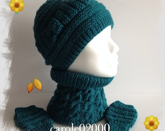 All children (4-10) 1 snood, 1 pair of mittens and 1 Hat in wool, soft warm and cozy, green turquoise
