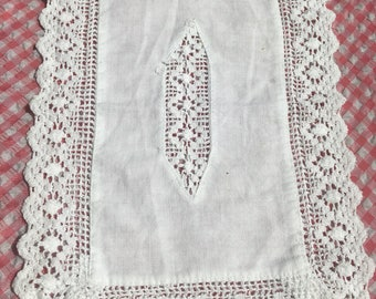 Vintage tray doilies / crochet tray doilies / vintage linen / white vintage tectangle crochet doilie/ linen lace edge tray cloth