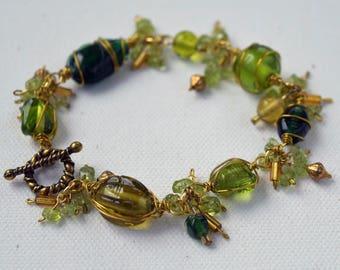 Green Wire Wrap Bracelet, Fancy Glass Bracelet, Green Dangle Bracelet, Wire Wrap Link Bracelet, Peridot Dangle Bracelet, Peridot Chip Dangle