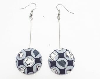 Dangling earrings with fancy caps