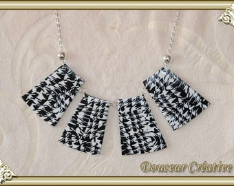Black and white pattern necklace 103027