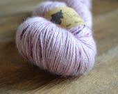 Violette - Echeveau de baby alpaga teint à la main