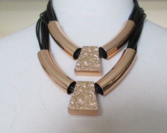 Necklace cords black and gold metal