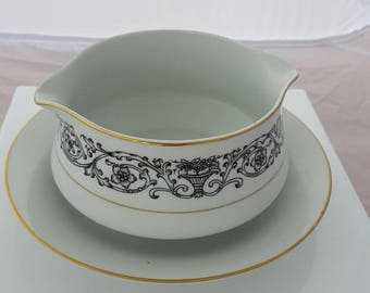 Gravy boat with attached under.