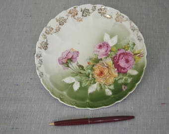 Weimar Plate with roses and gold