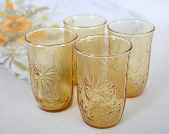 juice glasses - 1970s - midcentruty  - amber with daisy pattern