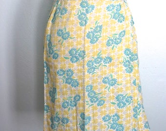 Vintage Yellow Floral Half Apron, Hostess Apron, Retro Apron, Floral Apron, Vintage Kitchen, Farmhouse Kitchen, 1970s, Bridal Shower Gift