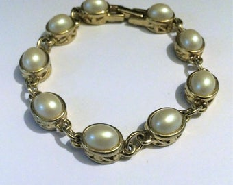 Vintage Gold Tone and Faux Pearl Bracelet, Pearl Bracelets, Gold Tone Jewelry, Vintage, Bracelets, Link Bracelets, Pearls, Gifts for Her