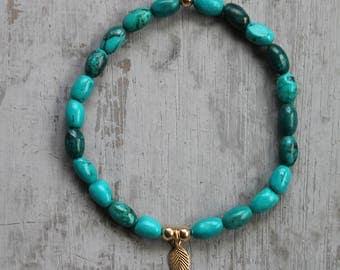 Turquoise howlite gold filled leaf pendant stretch barcelet