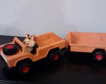 Vintage 1975 Fisher Price Adventure People Safari Jeep & Trailor W/ 2 figures