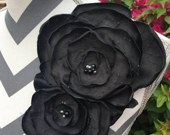 Black Petal - flower pin
