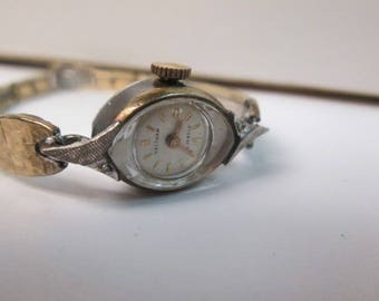 Ladys Waltham 23 jewels watch keeping time round face very good condition