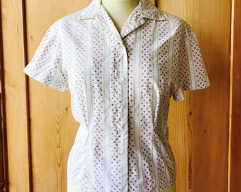 1950s floral print blouse with glass buttons,
