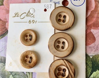 """5 Wooden Buttons - Two 5/8"""" - Three 7/8"""" - Small Wood Buttons  - Natural Buttons - Wooden Buttons - Vintage buttons"""