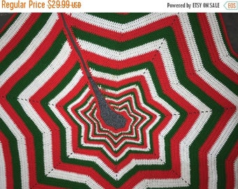 SUMMERSALE Beautiful vintage hand knitted tree skirt (tree not included)