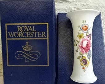 Royal Worcester Small Vase/Bournemouth/Fine Bone China/Collectable/Vinatge/1970s
