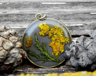 Real Plant Double Sided Resin Moss Necklace, Orange Linchen Personalized Pendant, Nature Inspired Terrarium Jewelry, Pressed Flower Necklace