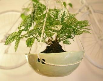 Hanging flowerpot//flowerpot//pot//pottery//hanging flowerpot//flowerpot//Ceramic flowerpot//Ceramic Flowerpot