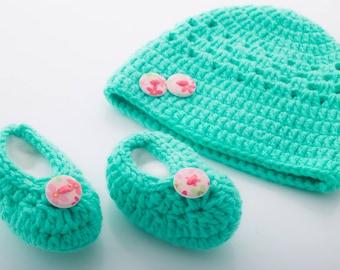 Crochet Baby Hat and Booties Set (Baby Shower/Baptism/Photo Prop)