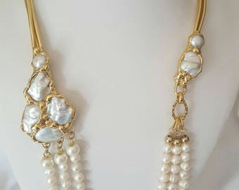 Long necklace with baroque pearls